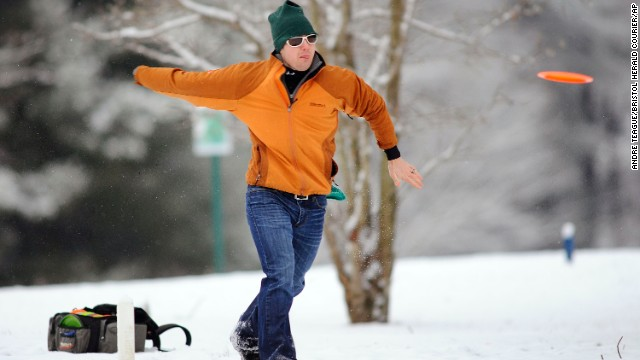 Nick Hitchcock braves the cold air and snow to play a round of DiscGolf in Bristol, Tennessee, on November 27.