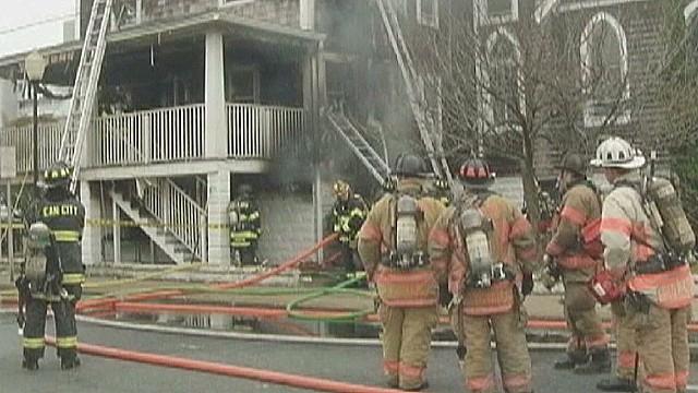 Un hombre envuelto en llamas irrumpe en una iglesia de EE.UU. y causa un incendio