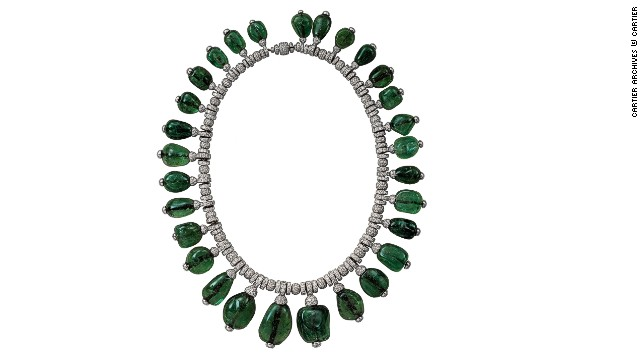 Cartier emerald necklace commissioned in 1938 by Merle Oberon. Flexible chain in round-cut diamonds with 29 graduated emerald cabochons, tipped with diamonds, suspended from it.