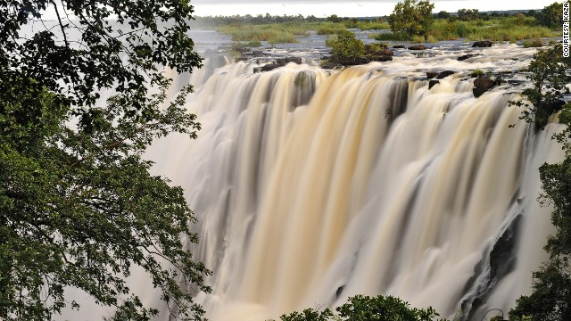 Victoria Falls, one of the seven natural wonders of the world and nearly 110 meters in height, lies on the border between Zimbabwe and Zambia, falling into the KAZA region.