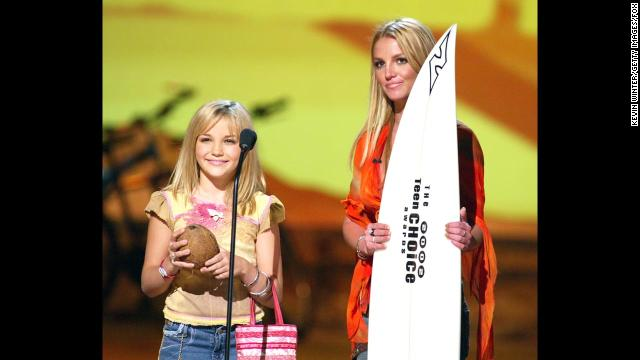 Britney Spears and her younger sister, Jamie Lynn Spears, appear at the Teen Choice Awards 2002 at the Universal Amphitheatre in Los Angeles.