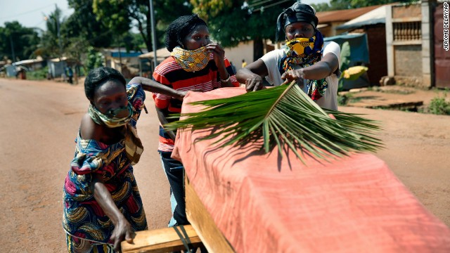 Women push a coffin in the streets of Bangui on December 7.