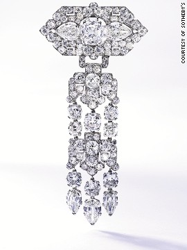 One of Daisy Fellowes' favorite jewelers was Cartier who created extraordinary bespoke pieces just for her. <!-- --><!-- --> </br></br> This elegant platinum and diamond brooch that the house created around 1925 was sold for $365,000 at the Sotheby's Magnificent Jewels auction.
