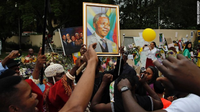 Photos: World reacts to Mandela\'s death