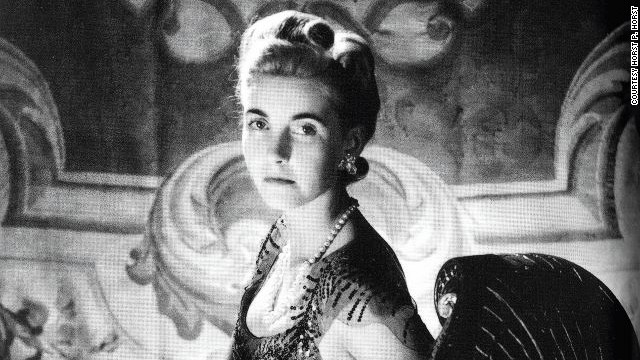 American socialite Barbara Hutton was one of the wealthiest heiresses of her time. For her wedding, her father gifted her a precious pearl necklace that once belonged to Mary Antoinette, which she is wearing in this photo from 1939.