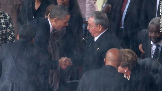 OPINIÓN: Obama hizo lo correcto al estrechar la mano de Raúl Castro