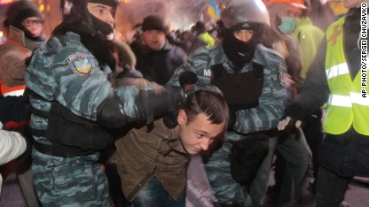 Riot police clash with Ukraine protesters