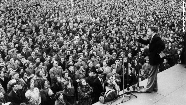 Graham addresses the crowd in Trafalgar Square in London on March 4, 1954.