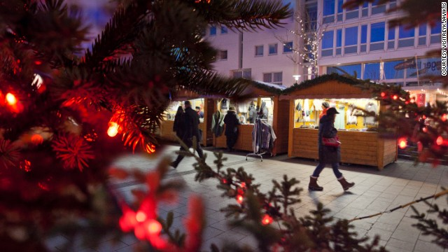 Rows of small, beautiful huts make up the Yule Town Christmas market on Ingólfstorg, where visitors can pick up Christmas gifts, decorations and snacks.