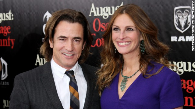 Julia Roberts reunites with co-star and more news to note