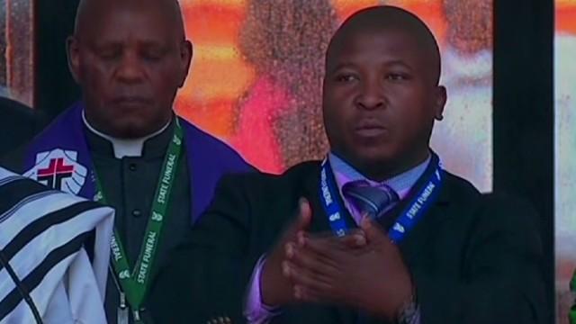 El pasado criminal del falso intérprete de signos del homenaje a Mandela