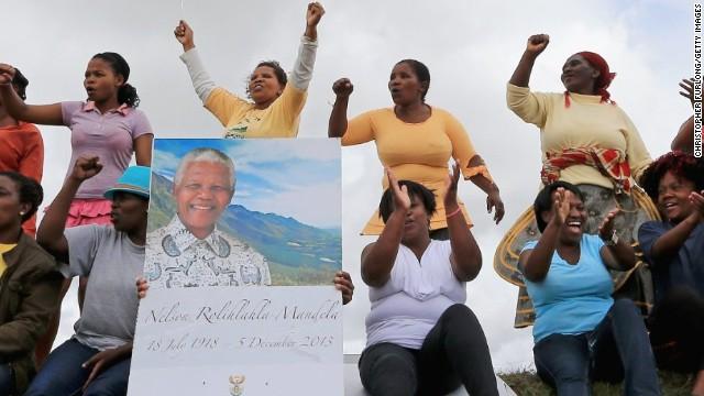 Los restos de Mandela llegan a su pueblo natal Qunu