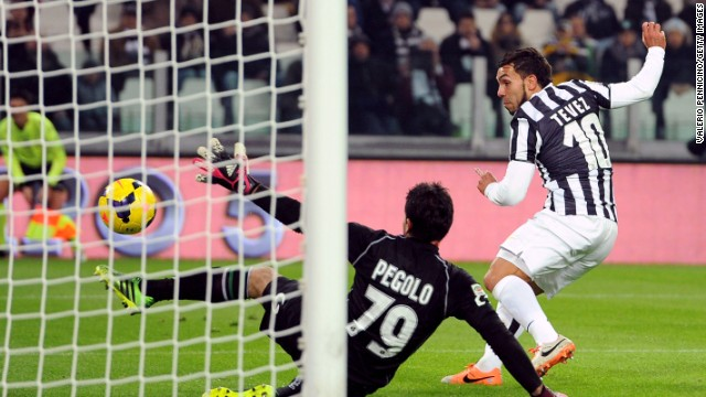 Carlos Tevez ended his scoring drought by collecting a hat-trick against Sassuolo in Serie A.