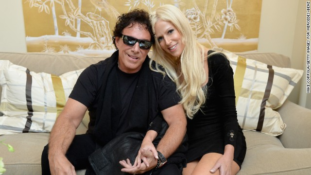 White House crasher ties the knot with Journey guitarist