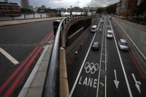 1911: se marcaron las superficies de las carreteras