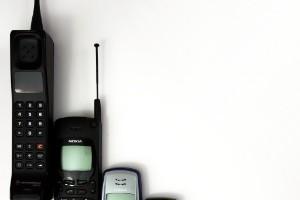 1973: primera llamada desde un teléfono móvil portátil.