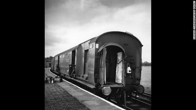Train cars sit uncoupled at Cheddington Station in England after the robbery.
