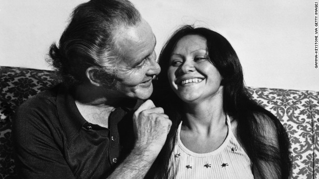 Biggs talks with his wife Raimunda in Rio de Janeiro in 1974.