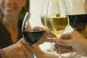 Mito: beber alcohol aumenta tu temperatura