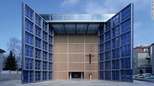 Munich's new Church of the Sacred Heart is an open, bright and lively building with a flowing modular transition from the churchyard through the vestibule into the nave -- a rejection of the restrictive symbolism of a massive enclosure.
