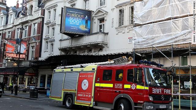Autoridades descartan «acto criminal» tras desplome de teatro en Londres