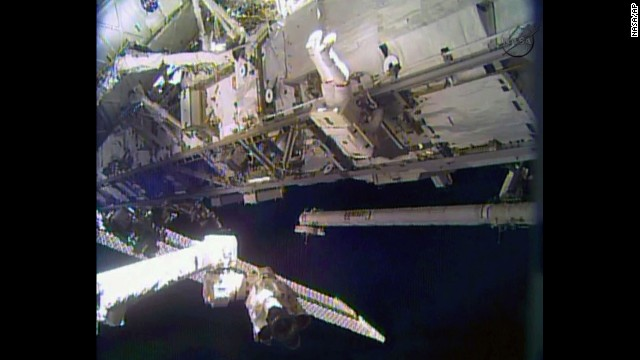 Astronauts to make Christmas Eve spacewalk