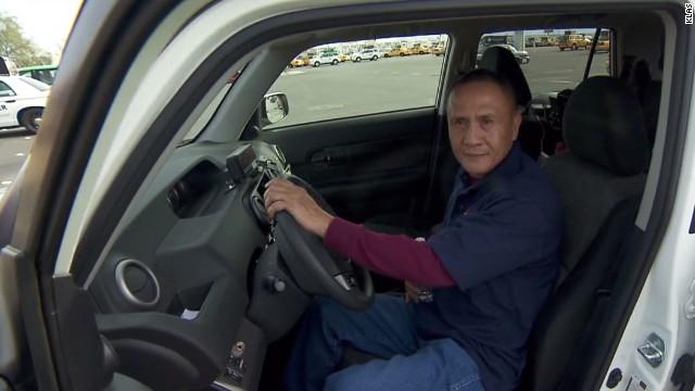 Un taxista de Las Vegas encuentra 300.000 dólares en su auto y los devuelve a su dueño