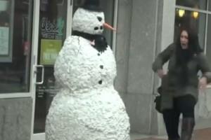 ¡Muñeco de nieve atemorizante de Boston!