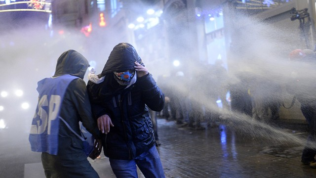 Graves disturbios en las calles de Estambul