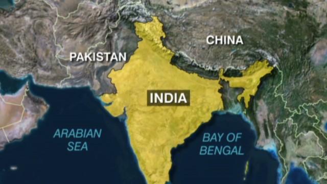 Al menos 26 muertos en el incendio de un tren en la India