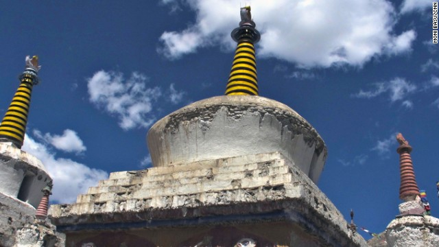 The Buddhist monastery in Lamayuru is the oldest in Ladakh. The dental volunteer team took a day to visit.