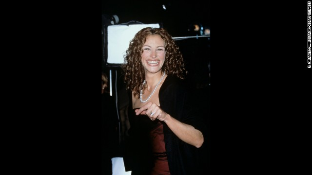 "<strong>People's Choice Awards, January 8, 2014: </strong>The only show in the bunch to let fans vote on the winners, like Julia Roberts, pictured here accepting the award for favorite motion picture actress in 2000. The first words out of her mouth? ""I'm so glad I shaved my underarms!"""