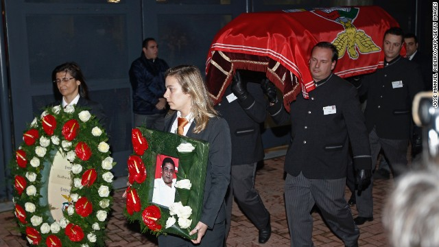 Eusebio's coffin was taken to Benfica's stadium where fans gathered to pay their last respects. One of Eusebio's wishes was to have his body taken around the stadium so that supporters could say goodbye.