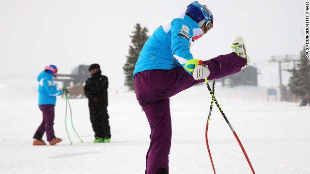 Vonn stretches her troublesome knee as she prepares for downhill training at Copper Mountain, Colorado -- but it's one step forward two steps back for the 29-year-old as she aggravates the injury.