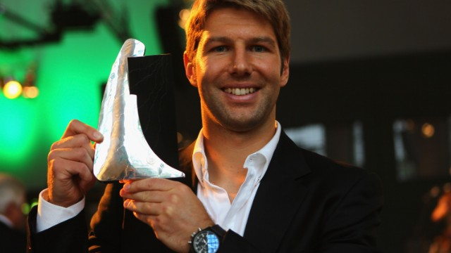 Former Germany midfielder Thomas Hitzlsperger has become the most-high profile football figure to announce he is gay. The 31-year-old made the announcement in German newspaper Die Zeit.