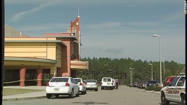 Un hombre mata a otro por usar su celular en un cine en Florida