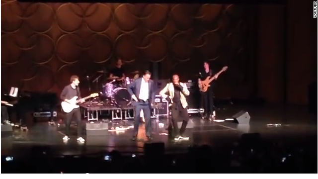Mitt Romney dances Gangnam style