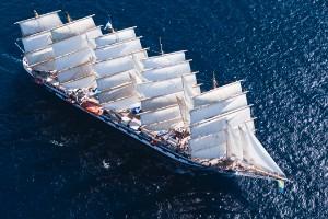 Abril: Cruzar el océano en un velero