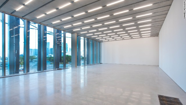 While mainly oriented inward so as to focus on the art, the second floor galleries incorporate carefully placed windows to allow for natural light and views of the surrounding park and bay.
