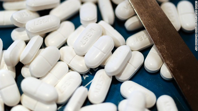 <strong>January 15, 2014:</strong> The<a href='http://www.cnn.com/2014/01/15/health/fda-acetaminophen-dosage/'> FDA asks</a> health care workers to stop prescribing combination drugs with acetaminophen doses over 325 milligrams. Overdoses can lead to liver failure or death.