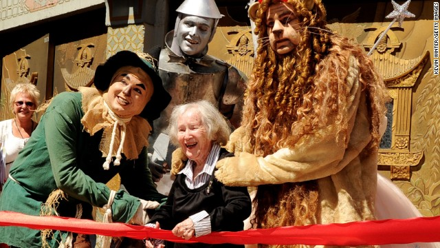 """<a href='http://ift.tt/1jaSvPv' target='_blank'>Ruth Robinson Duccini</a>, who played one of the Munchkins in the 1939 classic """"The Wizard of Oz,"""" died on January 16. She was 95."""