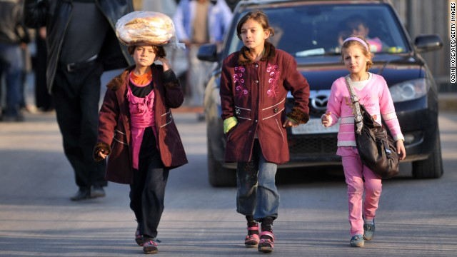 Syrian children cross the border at the Cilvegozu gate in Hatay, Turkey, on January 18.