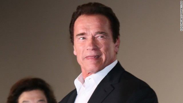 Arnold Schwarzenegger pranks Gold's Gym members