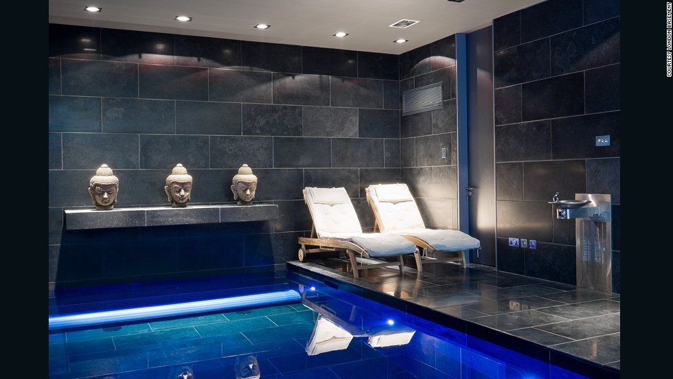Piscinas y simuladores de golf los nuevos s tanos lujosos for Basement swimming pool ideas