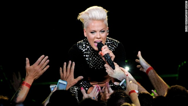 Pink's performing at the Oscars, and more news to note