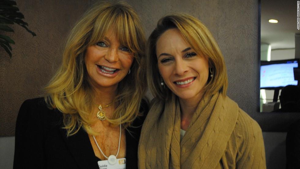 Nina dos Santos meets Goldie Hawn.