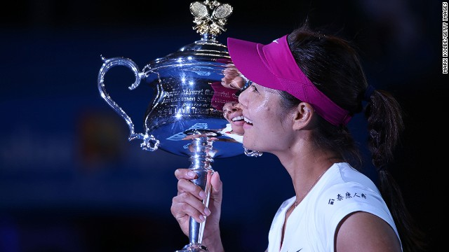 Li Na clutches the Daphne Akhurst Memorial Cup following her triumph in Melbourne on Saturday.