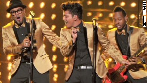 Bruno Mars rocks halftime