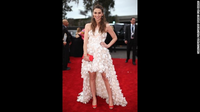 Sara Bareilles was a bird of a feather in her white frock and we loved every minute of it.