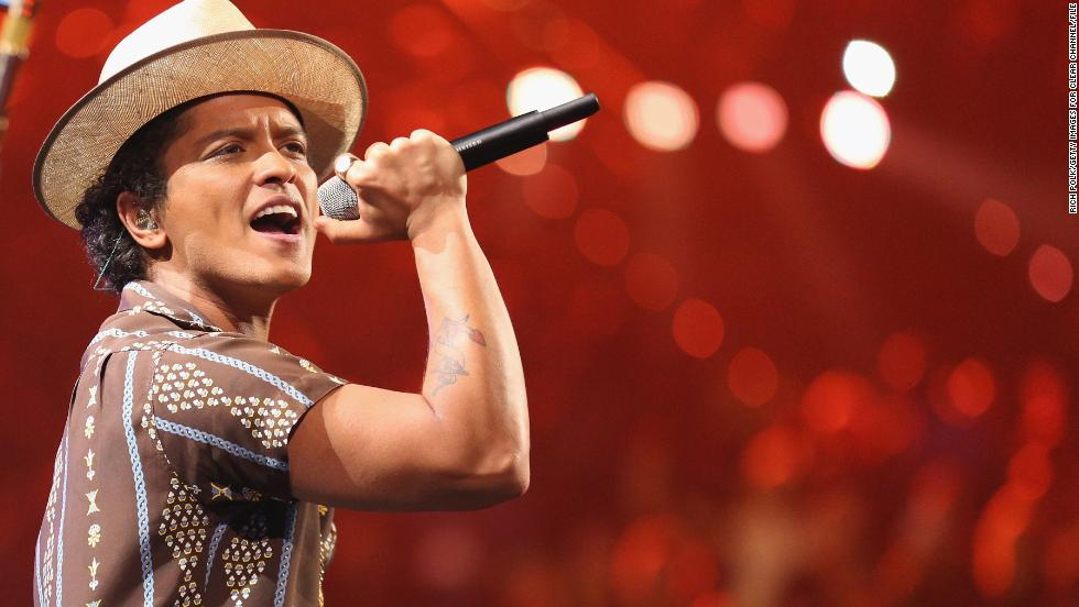 Bruno Mars has a high bar to clear with his Super Bowl XLVIII performance on February 2. We have faith that the Grammy-winning crooner will shut down the halftime show -- although we do hope he doesn't knock out the lights like Beyonce did in 2013. How do you think his performance at Super Bowl XLVIII will rank on this list? Let's look back at some of the most memorable halftime shows through the years:
